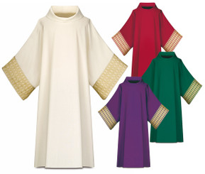 Dalmatic in Brugia fabric with gold colored Band