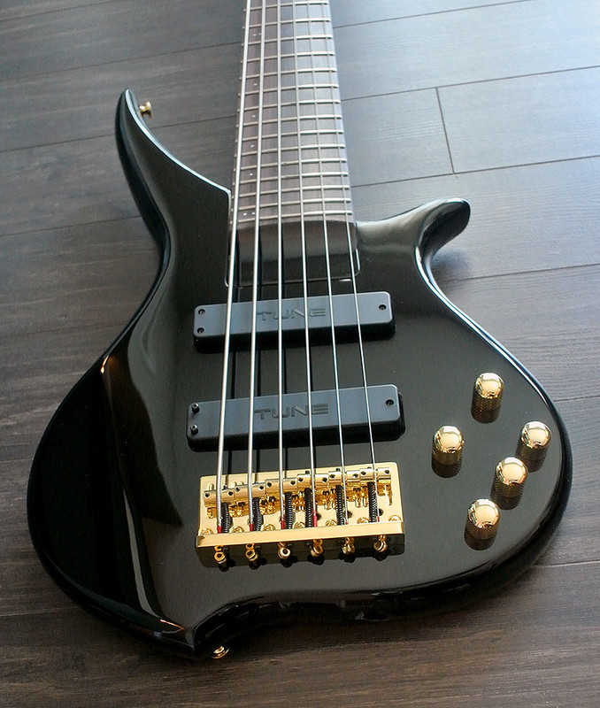 TUNE TWX61 BK - 6 String Bass - Black Finish
