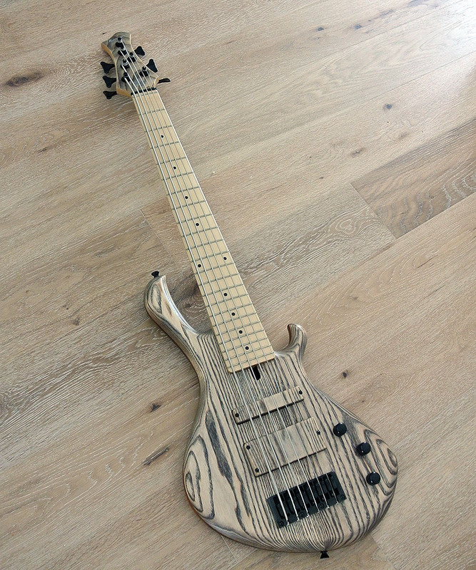 MENSINGER Cazpar 6p -6 String Short Scale Bass - Natural Ash