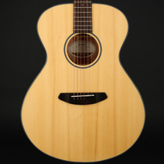 Breedlove Discovery Concert Acoustic Guitar in Natural with Gigbag