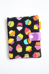 Cupcakes crayon wallet closed view