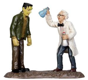 32104 - Mad Scientist  - Lemax Spooky Town Halloween Village Figurines
