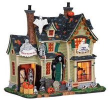 25330 - Scariest Halloween House  - Lemax Spooky Town Halloween Village Houses & Buildings