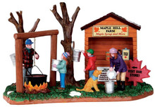 33012 - Maple Hill Farm  - Lemax Christmas Village Table Pieces