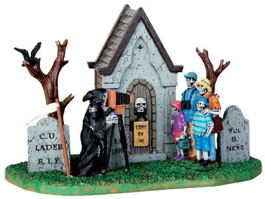 43068 - Family Vacation Photo  - Lemax Spooky Town Halloween Village Accessories