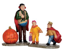 52314 - Scaring Trick or Treaters, Set of 2 - Lemax Spooky Town Figurines
