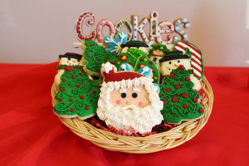One dozen petite designed cookies.  Individually wrapped and perfect for all your holiday parties.  Christmas does not get any sweeter than this!