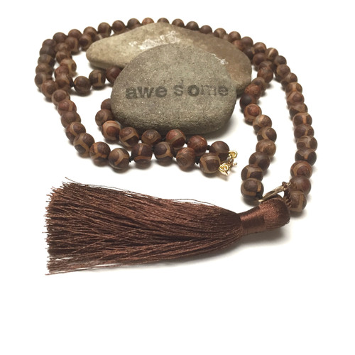Hand Silk Knotted Chocolate Tibetan Dzi Glowing Light Talisman Necklace.