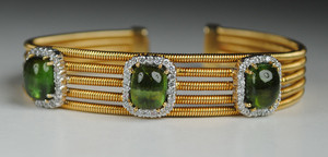 Striking 18kt yellow Gold Cuff with Green Tourmalines
