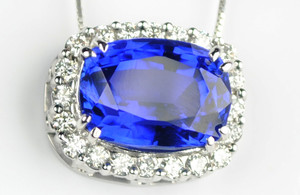 7.60 Carat Natural Tanzanite 14kt White Gold Pendant