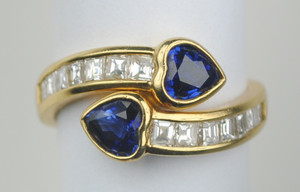 Contemporary 18K Yellow Gold Sapphire and Diamond Ring