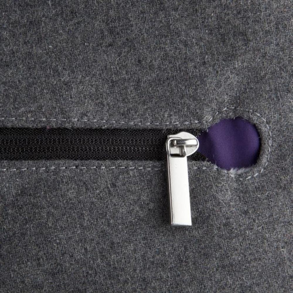 http://d3d71ba2asa5oz.cloudfront.net/12015324/images/speck-grey-purple-a-line-bag-for-ipad__57292.jpg