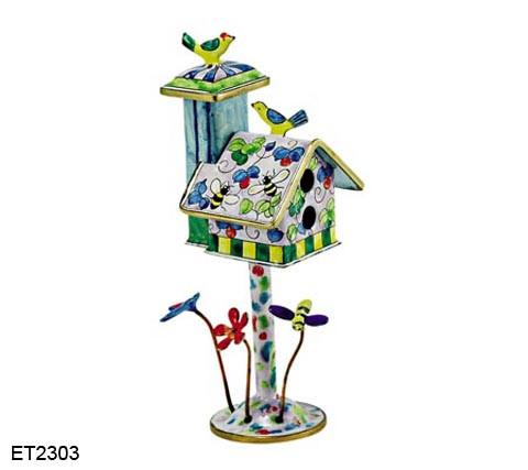 ET2303 Kelvin Chen Bumble Bee Birdhouse