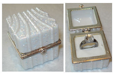 Ring Jewelry Box with Ring PHB