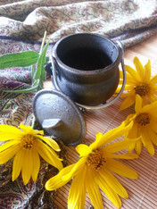 Cast Iron Cauldron with Sample Incense and Charcoal