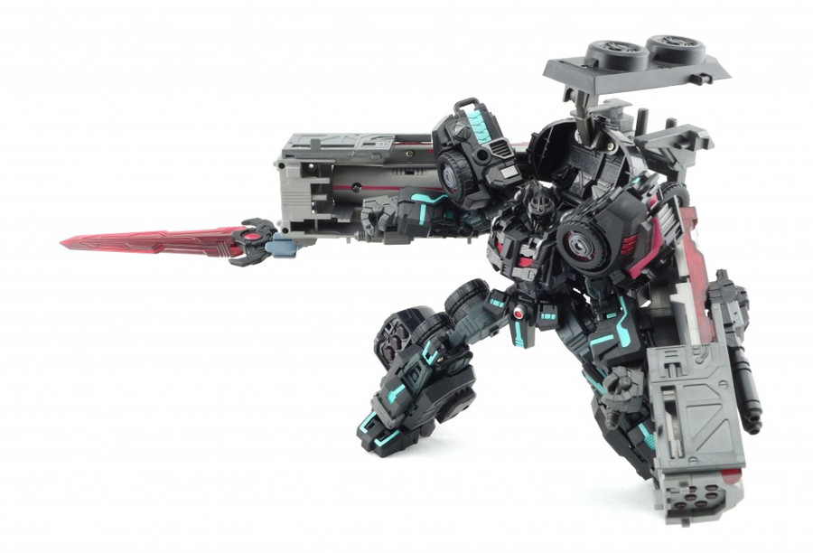 Maketoys - MT-04 Nemesis (Battle Tanker Series)