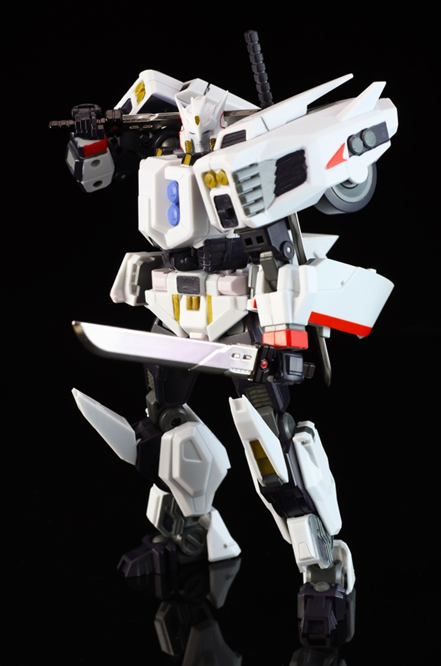 Mastermind Creations - Reformatted R-32 - Stray