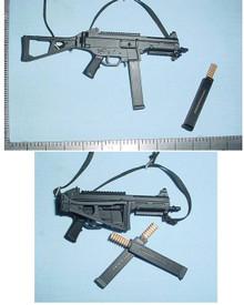 Miniature 1/6th Scale UMP 45 Heer Assualt Pistol w/Folding stock