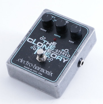 Electro-Harmonix The Clone Theory Chorus / Vibrato Guitar Effects Pedal P-04685