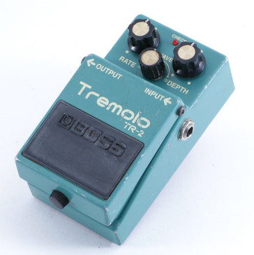 Boss TR-2 Tremolo Guitar Effects Pedal P-05035