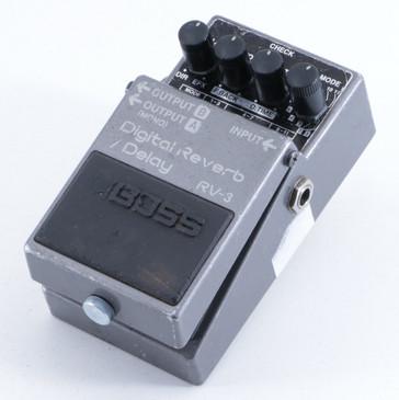 Boss RV-3 Digital Reverb / Delay Guitar Effects Pedal P-05723