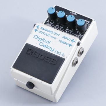 Boss DD-5 Digital Delay Guitar Effects Pedal P-05757