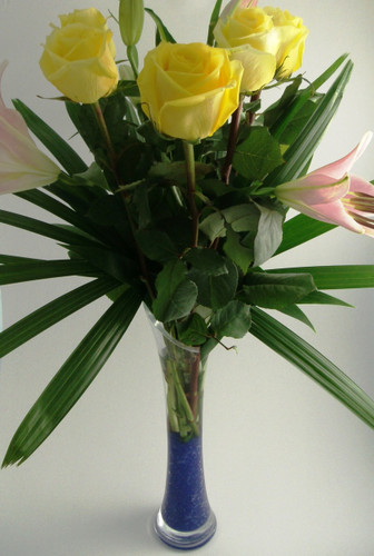 215 ff6 floral arrangement in a glass vase - sydney delivery only