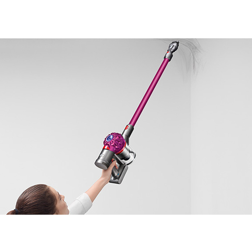 Dyson V7 Cordless Above Floor Cleaning