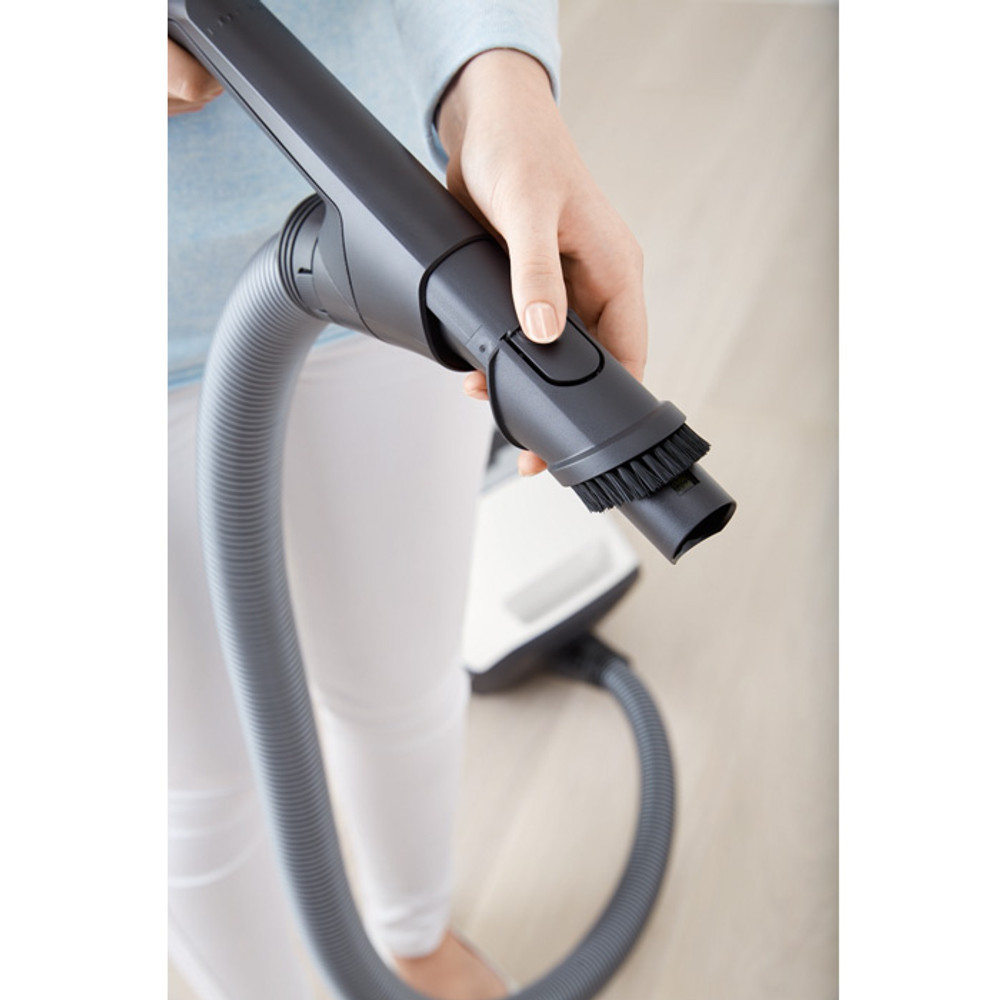 Integrated Dusting Brush In Hose Handle.