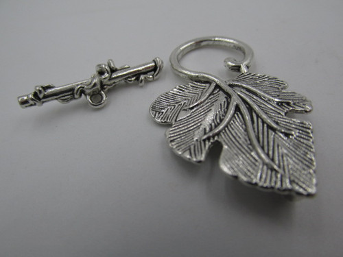 37x22mm Silver Plated Grape Leaf Toggle