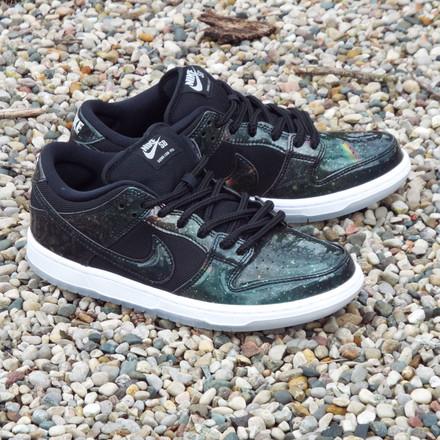 Nike SB Dunk Low Trd QS (4/20 Galaxy) Shoes