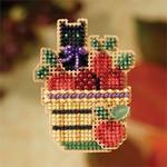 MH187201 Mill Hill Seasonal Ornament / Pin Kit Apple Basket (2007)