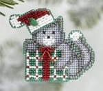 MH186305 Mill Hill Seasonal Ornament / Pin Kit Kitty's Gift (2006)