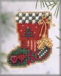 H113 Mill Hill Seasonal Ornament / Pin Kit Hearts & Star Stocking (2003)