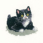 "HCK1021 Heritage Crafts Kit Black & White Kitten- Little Friends Collection Valerie Pfeiffer 2.75"" x 2.5"" ; Evenweave; 27ct"