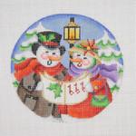 "BB 0688Snow Scene / Snow Couple Caroling 18 Mesh Burnett And Bradley 4 1/2"" Round"