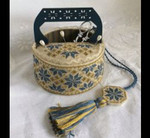 Mani Di Donna MDD-BQSB Blue Quaker Sewing Basket Includes wooden handle.