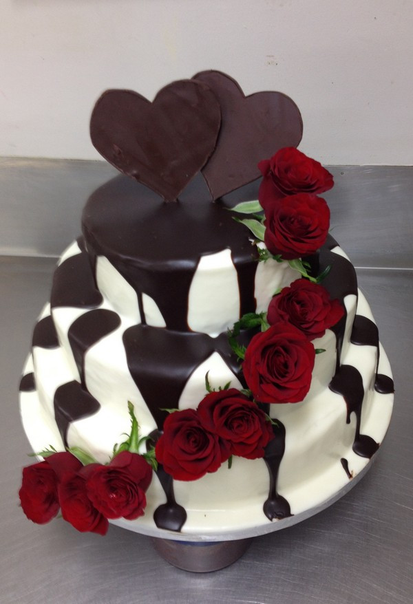 Cake Decorations In Chocolate : Chocolate and Roses - The Chocolate Cake Company