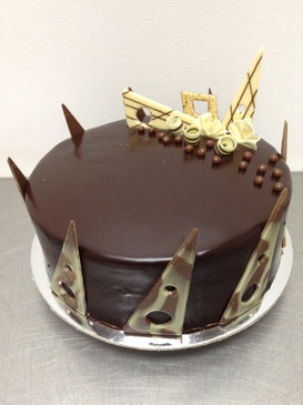 Elegant Caramel Chocolate Mud Cake
