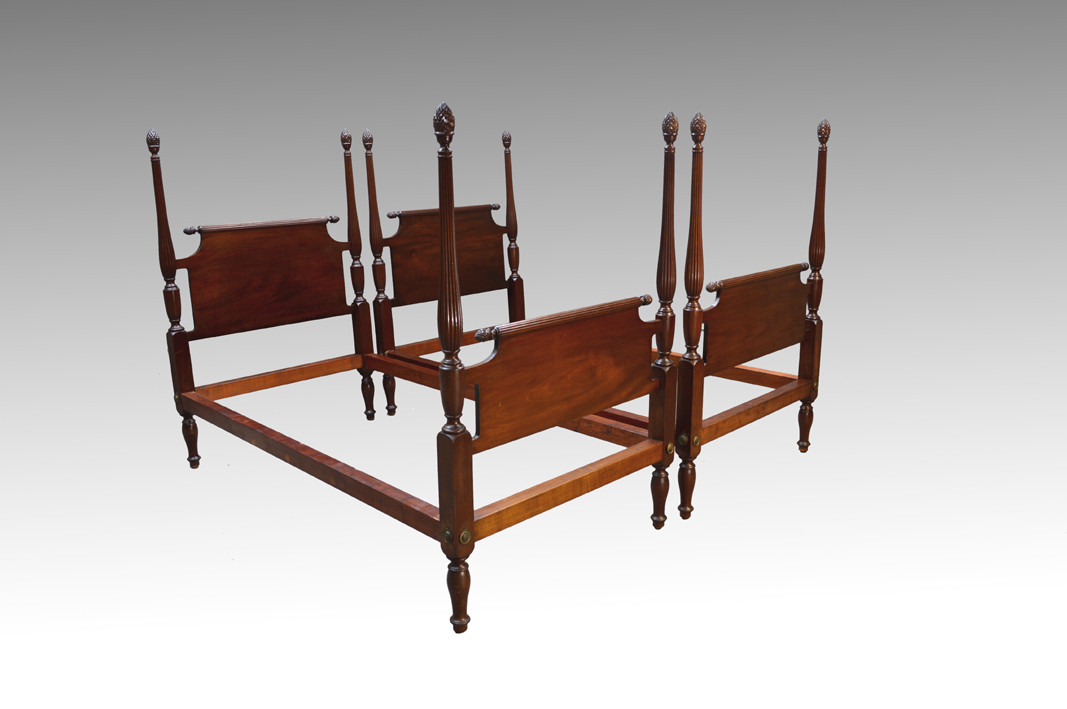 Twin Bed Pineapple Posts Mahogany