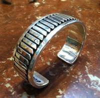 BRACELET NAVAJO STERLING SILVER FEATHER PATTERN DESIGN SNOWHAWK Allison Lee