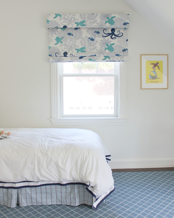 21016-605 Sea Life Duralee Fabric Roman Shade with Valance Boys Room (Toni Gallagher Interiors)