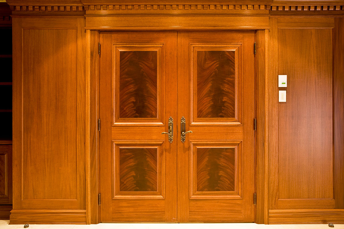 Crotch mahogany veneer double doorway oakwood veneer for Oakwood veneers