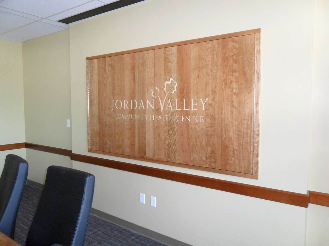 Random plank cherry and maple board room oakwood veneer for Oakwood veneers
