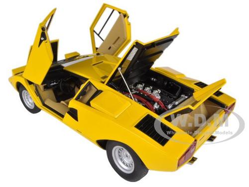 lamborghini countach lp400 yellow 1 18 diecast car model autoart 74646. Black Bedroom Furniture Sets. Home Design Ideas