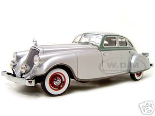 1933 Pierce Arrow Silver 1/18 Diecast Model Car Signature Models 18136