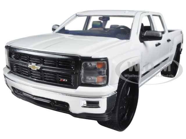 die cast 2014 chevrolet silverado 1 18 autos post. Black Bedroom Furniture Sets. Home Design Ideas