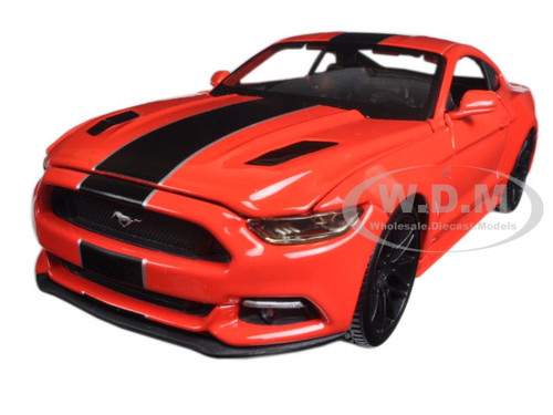 """2015 Ford Mustang GT Red """"Classic Muscle"""" 1/24 Diecast Model Car Maisto 31369"""