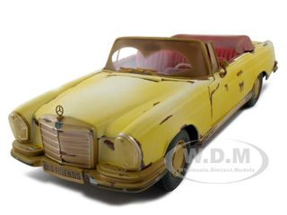 "1967 Mercedes 280 SE Rusted Version ""Old Friends"" 1/18 Diecast Model Car Maisto 32103"
