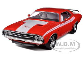 1971 Dodge Challenger R/T 383 Red 1/24 Diecast Car Model M2 Machines 40200-26